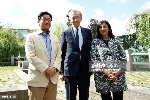 Ambassador of the Republic of Korea to France Jongmoon Choi Owner of LVMH Luxury Group Bernard Arnault and Mayor of Paris Anne Hidalgo attend the...