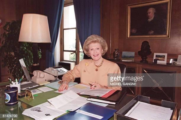 US ambassador to France Pamela Harriman poses at her desk in her office in Paris July 07 Harriman died Februar 05 1997 after suffering a stroke