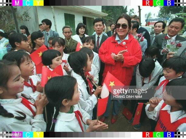 Ambassadrice auprès de l'UNICEF, la chanteuse Nana Mouskouri, 62 ans, en visite de trois jours au Vietnam et qui se produira en concert ce 15...