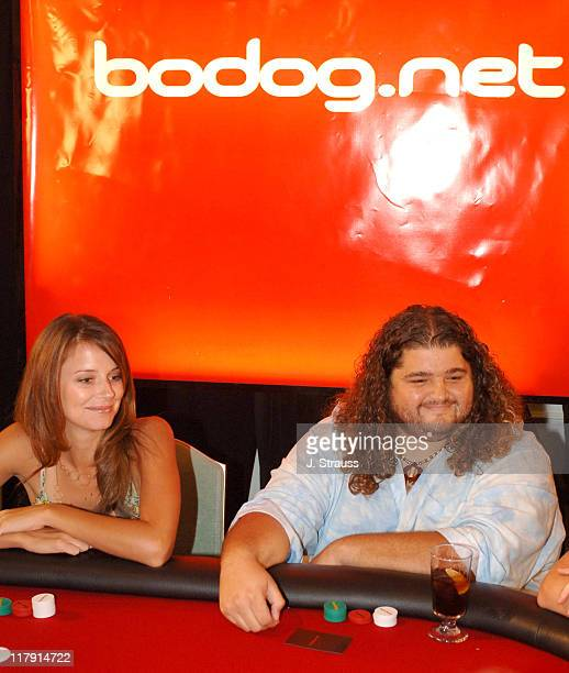 Amber Brkich and Jorge Garcia receive last minute poker tips