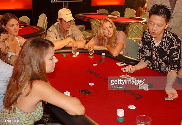 Amber Brkich Jorge Garcia Kelli Williams Peter Berg and Estella Warren receive last minute poker tips