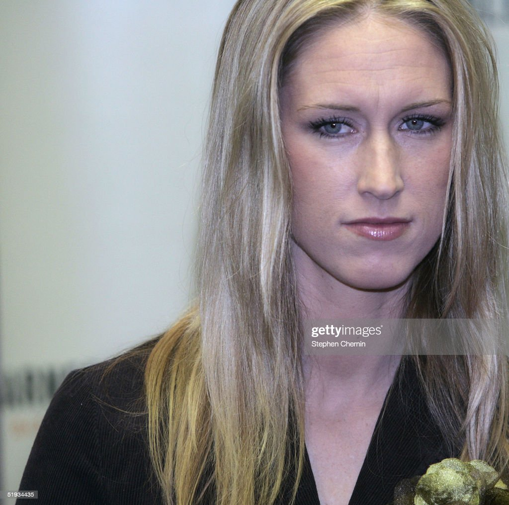 Amber Frey Makes Book Appearance In New York City : News Photo