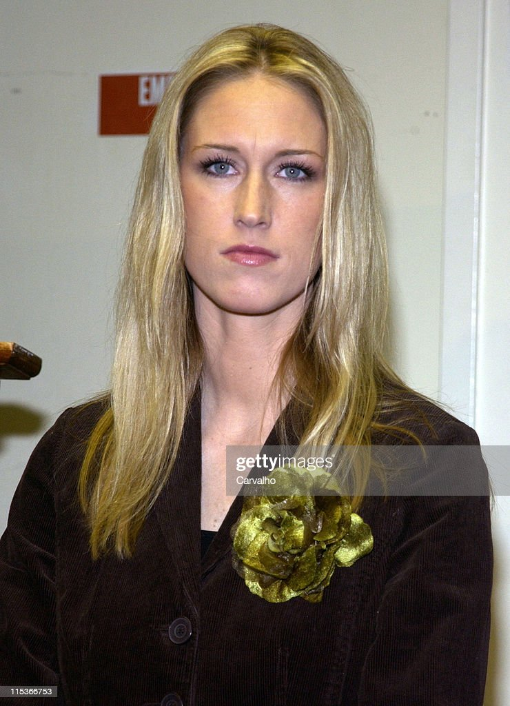 """Amber Frey Signs Copies of her Book, """"Witness for the Prosecution of Scott Peterson"""" : News Photo"""