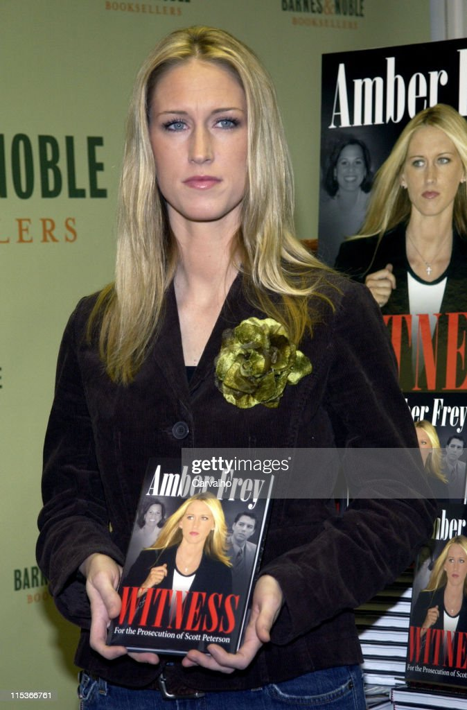 "Amber Frey Signs Copies of her Book, ""Witness for the Prosecution of Scott Peterson"" : News Photo"