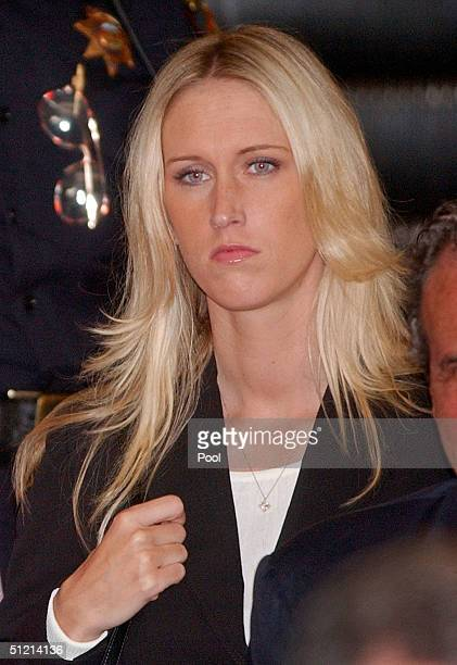 Amber Frey leaves the courtroom after she was questioned by attorney Mark Geragos during the Scott Peterson trial August 24 2004 in Redwood City...