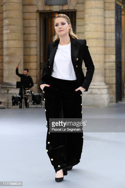 """Amber Heard walks the runway during the """"Le Defile L'Oreal Paris"""" Show as part of Paris Fashion Week on September 28, 2019 in Paris, France."""