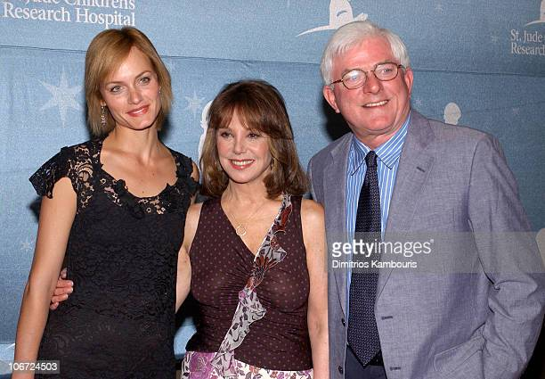 Amber Valletta Marlo Thomas and Phil Donahue during St Jude Children's Research Hospital Shower of Stars 40th Anniversary Arrivals and Dinner...