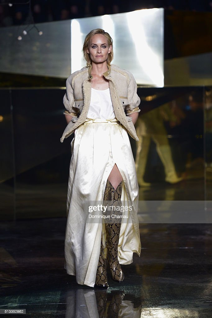 H&M : Runway - Paris Fashion Week Womenswear Fall/Winter 2016/2017