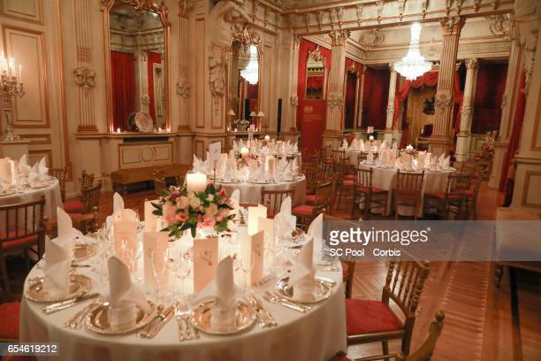 Ambiance during dinner at the British Embassy on March 17 2017 in Paris France The Duke and Duchess are on a two day tour of France