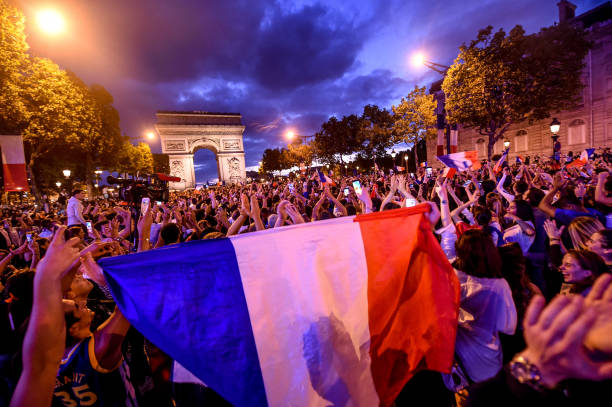 FOOT MASCULIN COUPE DU MONDE 2018 - Page 36 Ambiance-on-les-champs-elysees-after-the-victory-of-france-semi-final-picture-id995661692?k=6&m=995661692&s=612x612&w=0&h=dopU9SZM1ypowozwUaPfqxzivETBs5VuQWHZ7L70nDw=