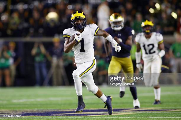 Ambry Thomas of the Michigan Wolverines returns a kickoff for a touchdown in the second quarter at Notre Dame Stadium on September 1, 2018 in South...
