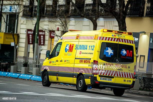 Ambulância carro na rua de Madrid