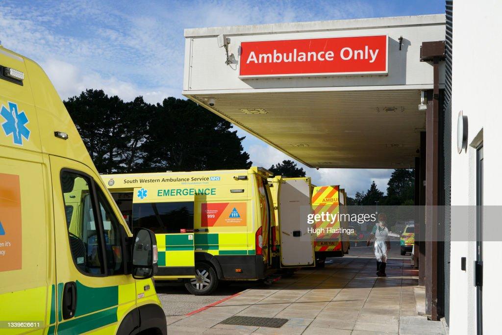 Cornish Hospital Trust Suspends Surgeries Due To Rising Covid Cases : Fotografía de noticias