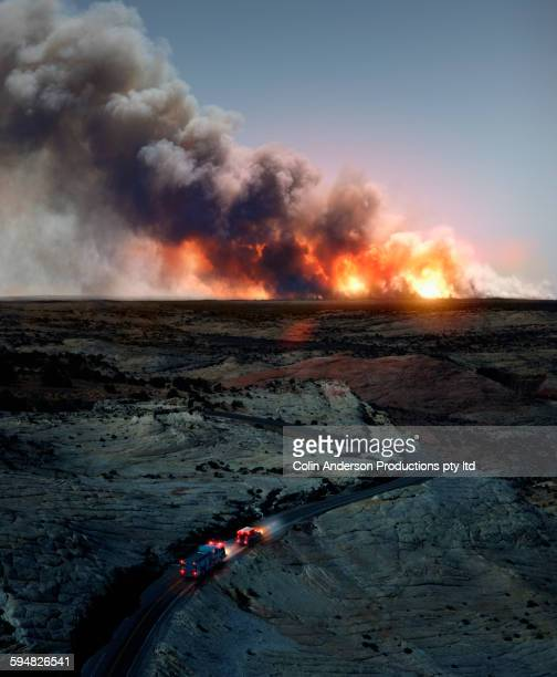 ambulance driving to wildfire in desert - vernieling stockfoto's en -beelden