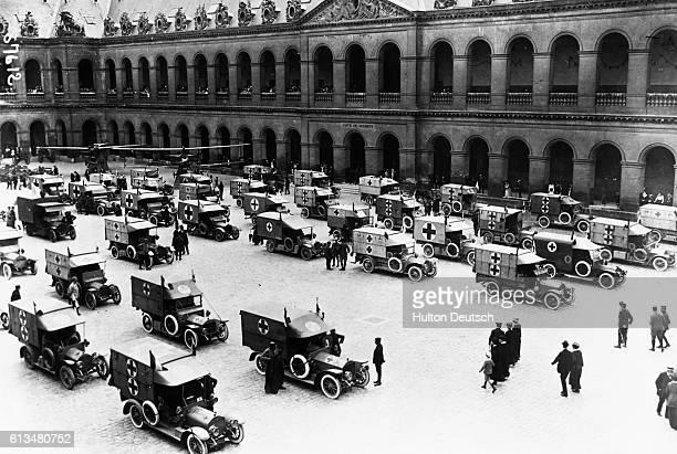 AA Ambulance In Paris 1915 CR Fra Paris Invalides