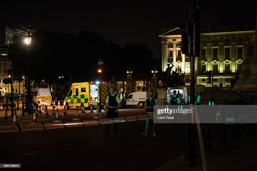 Two Police Officers Injured After Attack Outside Buckingham Palace : News Photo