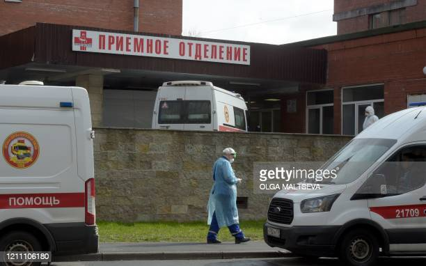 Ambulances transporting people suspected of being infected with the COVID-19 coronavirus queue at Saint Petersburg's Pokrovskaya hospital on April...
