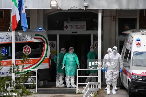 Ambulanze ad alto contenimento al pronto soccorso dell' ospedale Cotugno di Napoli dove è stato trasportato il paziente affetto da virus Coronavirus...