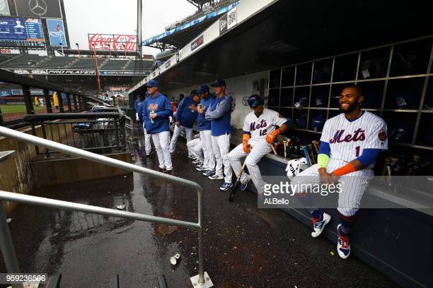 Amed Rosario of the New York Mets and his team look on during a rain delay against the Toronto Blue Jays during their game at Citi Field on May 16...
