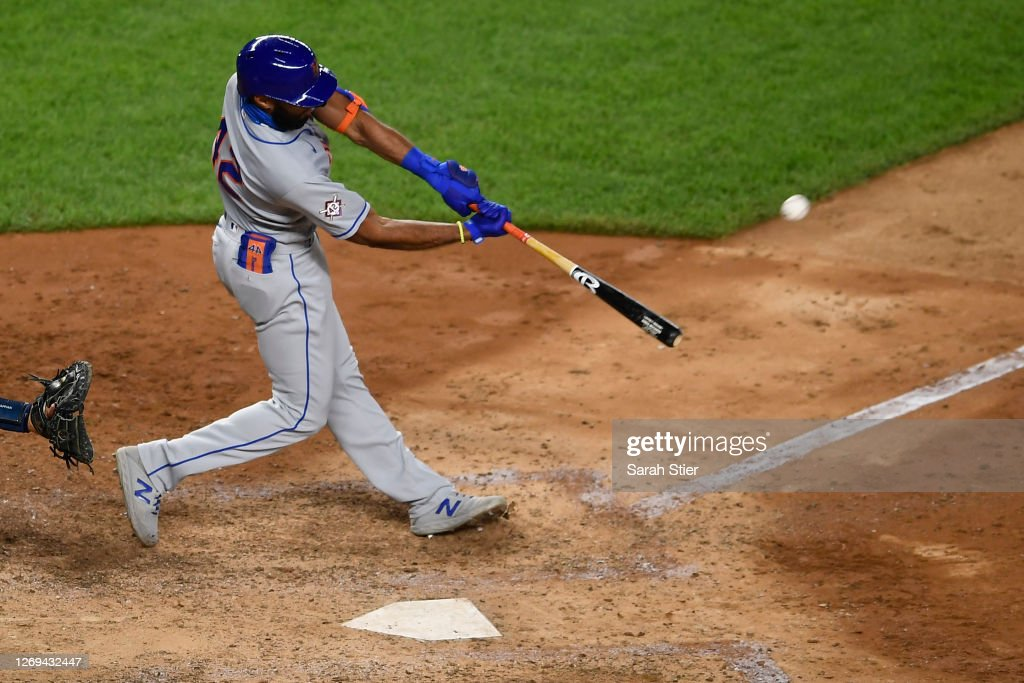 New York Yankees v New York Mets - Game Two : News Photo