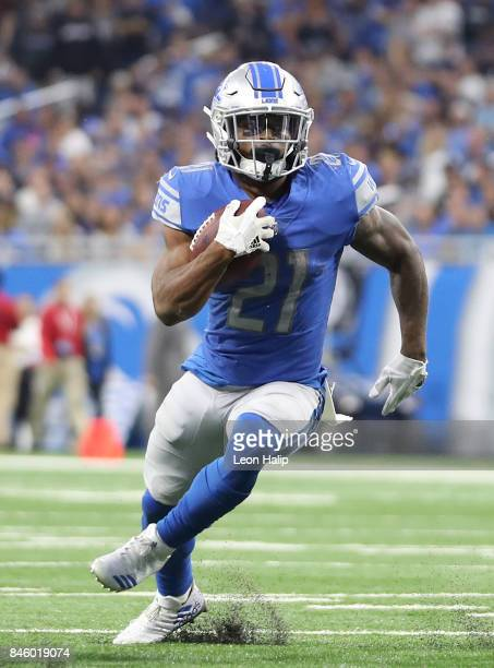Ameer Abdullah of the Detroit Lions runs for a first down during the second quarter of the game against the Arizona Cardinals at Ford Field on...