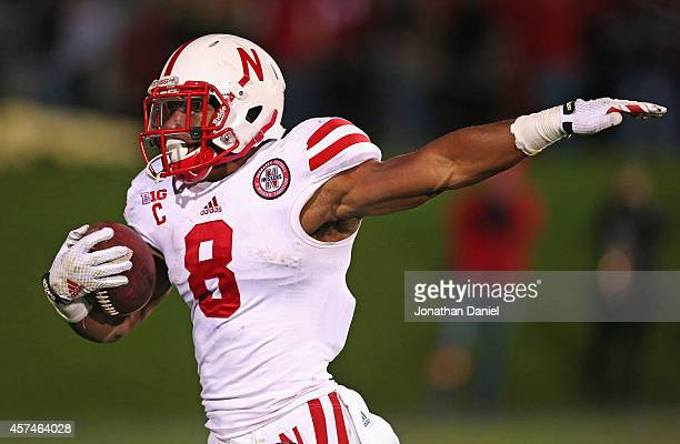 Ameer Abdullah of the Nebraska Cornhuskers breaks a 50 yard run against the Northwestern Wildcats at Ryan Field on October 18 2014 in Evanston...
