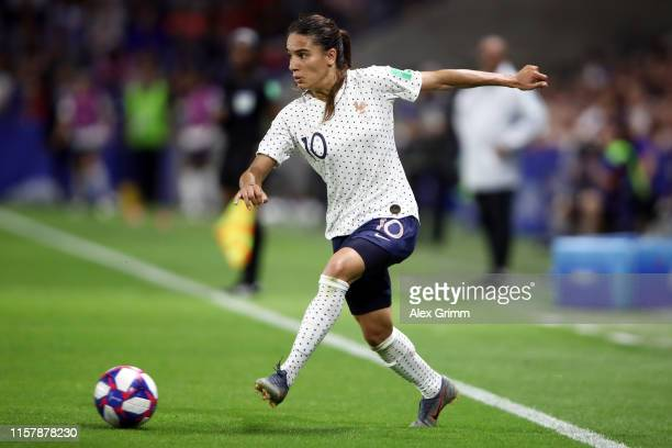Amel Majri of France controles the ball during the 2019 FIFA Women's World Cup France Round Of 16 match between France and Brazil at Stade Oceane on...