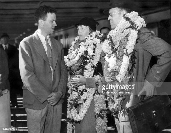 amelia earhart and her husband  george putnam  are greeted