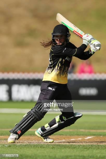 Amelia Kerr of Wellington bats during the Hallyburton Johnstone Shield match between the Wellington Blaze and the Canterbury Magicians at Basin...