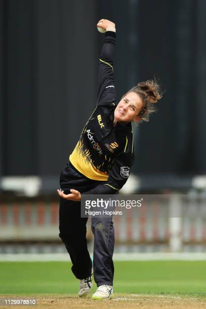 Amelia Kerr of Wellington bowls during the Hallyburton Johnstone Shield match between the Wellington Blaze and the Canterbury Magicians at Basin...