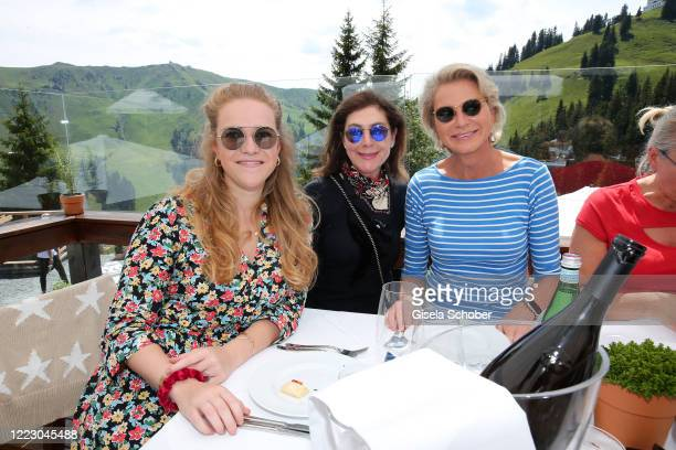 Amelie Bagusat Alexandra von Rehlingen and Stefanie Graefin von Pfuel during the first Ladies Day and start of the Queens Club hosted by Maria...