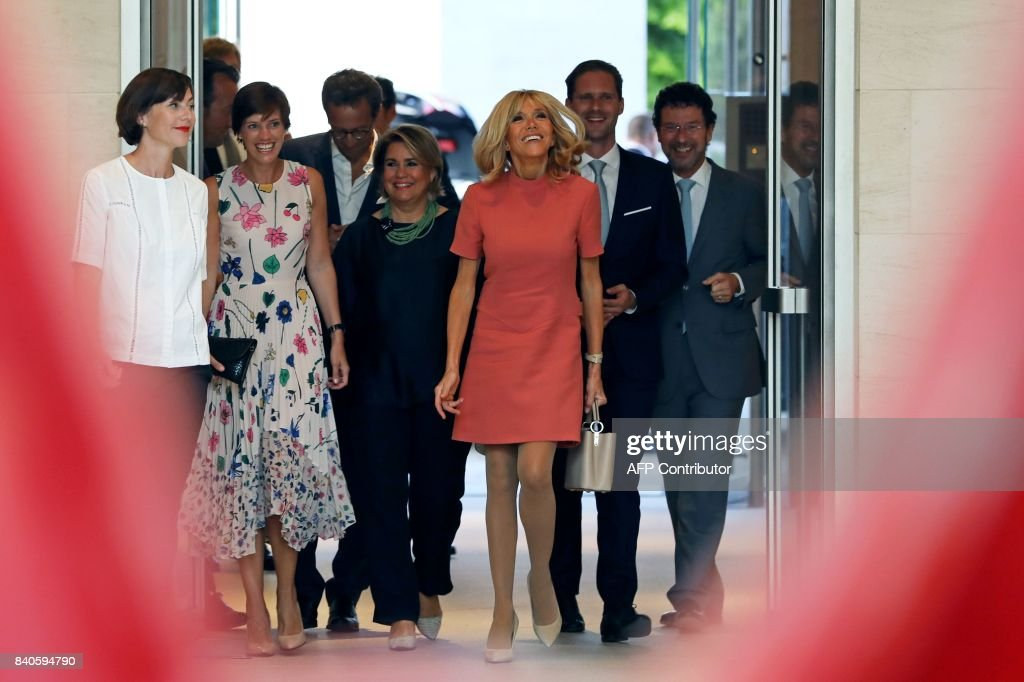 Amelie Derbaudrenghien, partner of Belgian prime minister, Maria Teresa, Grand Duchess of Luxembourg, Brigitte Macron, wife of the French president, and Gauthier Destenay, husband of Luxembourg's prime minister, visit the MUDAM contemporary art museum in Luxembourg on August 29, 2017. French President Emmanuel Macron is on a visit to Luxembourg. /