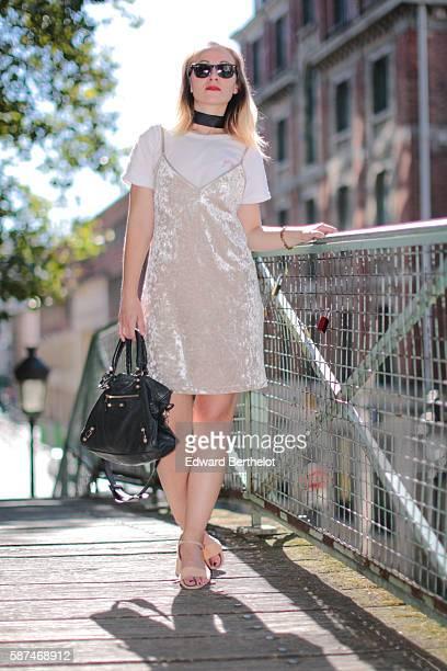 Amelie Lloyd is wearing a Zara dress Zara shoes a Balenciaga black bag a Maison Labiche white tshirt and Rayban sunglasses on August 8 2016 in Paris...