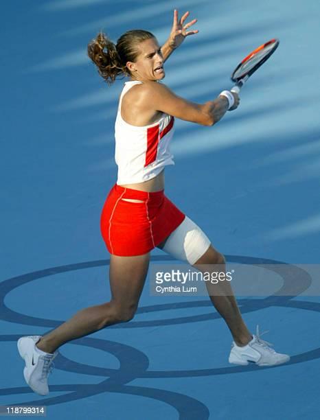 Amelie Mauresmo into semifinal in Athens defeating Svetlana Kuznetsova 76 46 62