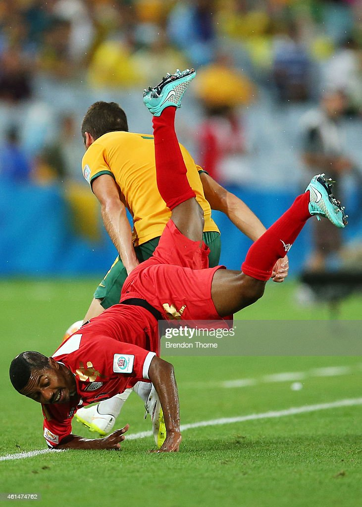 Amer Said Al-Shatri of Oman competes with Mathew Leckie of Australia during the 2015 Asian Cup match between Oman and Australia at ANZ Stadium on January 13, 2015 in Sydney, Australia.