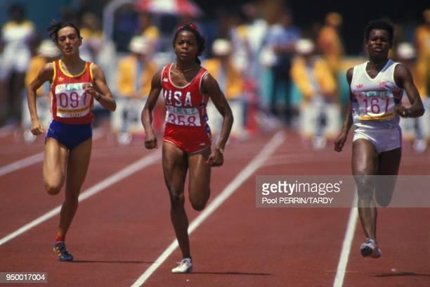 L'Americaine Evelyn Ashford s'impose dans le 100 metres feminin devant Alice Brown et Merlene Ottey aux Jeux Olympiques de Los Angeles en aout 1984 a...