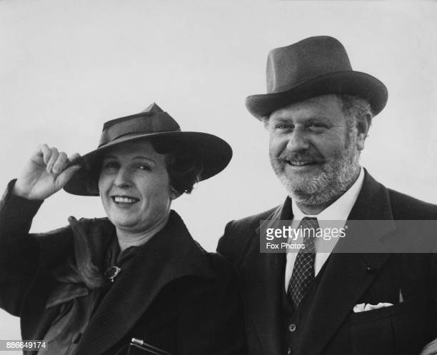 American actor Alan Hale disembarks from the 'SS Normandie' at Southampton with his wife Gretchen 7th September 1936 Hale is in the UK to star in a...