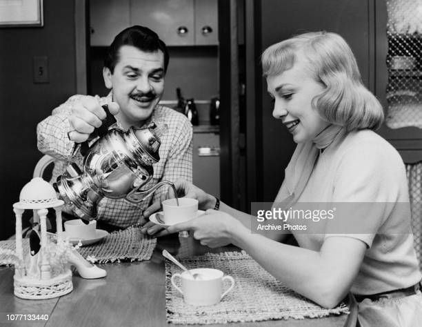 American actor and comedian Ernie Kovacs takes coffee with his wife actress Edie Adams circa 1955