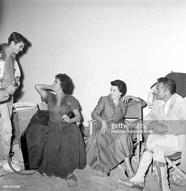 American actor and director Anthony Perkins talking to Italian actress and singer Sophia Loren Italian actor and director Rossano Brazzi and Italian...