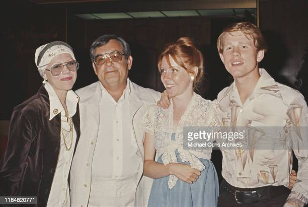 American actor and film director Ron Howard with his wife Cheryl and his 'Happy Days' costar Tom Bosley circa 1980