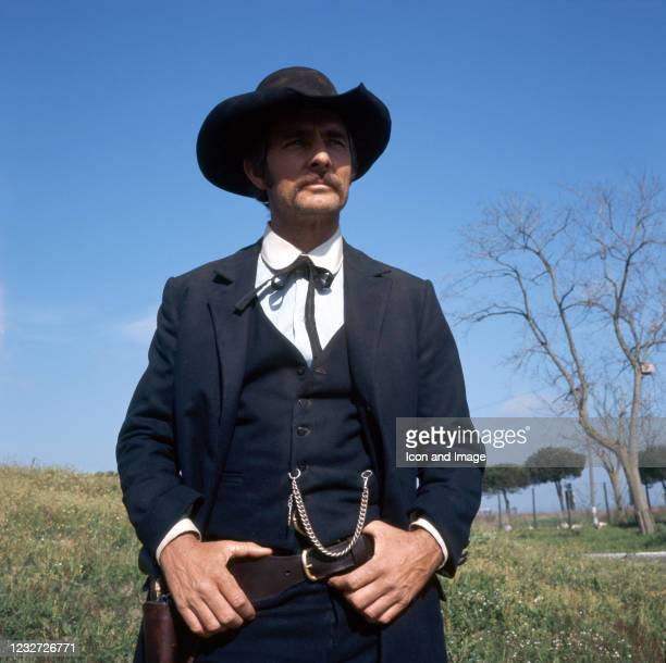 Dennis Weaver Photos and Premium High Res Pictures - Getty ...