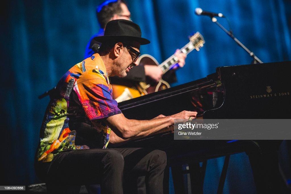 Jeff Goldblum Performs In Berlin : News Photo