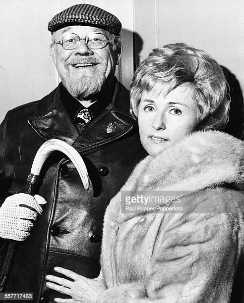 American actor and singer Burl Ives and interior designer Dorothy Koster arriving at Caxton Hall Registry Office where they will soon marry London...
