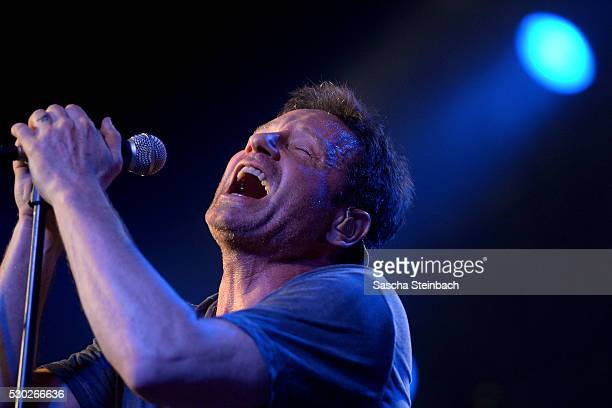 American actor and singer David Duchovny performs during his 'Hell or Highwater' tour at LiveMusicHall on May 10, 2016 in Cologne, Germany.