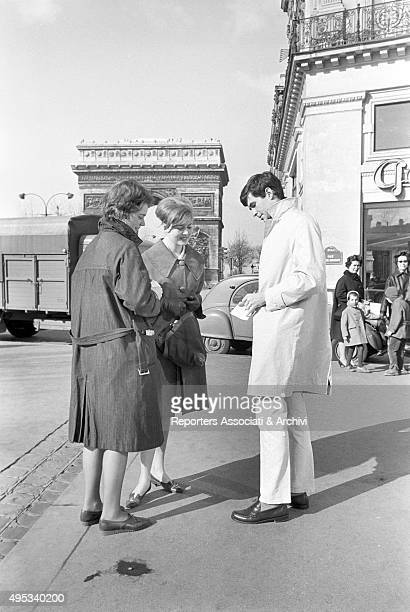 American actor Anthony Perkins signing an autograph in front of the Arc de Triomphe Paris 19th March 1962
