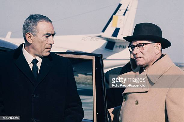 American actor Anthony Quinn pictured left with English actor Laurence Olivier at Fiumicino Airport in Rome Italy on 1st August 1968 The pair are in...