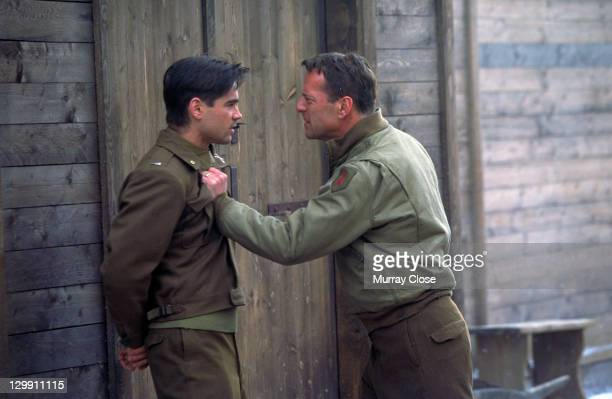 American actor Bruce Willis as Colonel William McNamara and Irish actor Colin Farrell as Lieutenant Thomas Hart in a scene from the film 'Hart's...