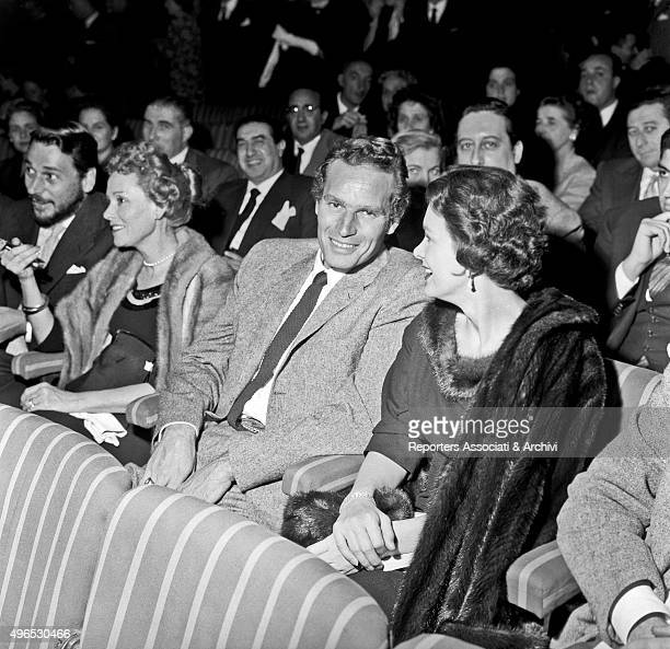 American actor Charlton Heston and his wife American actress Lydia Clarke sitting among the public at teatro Sistina during the play 'Un trapezio per...