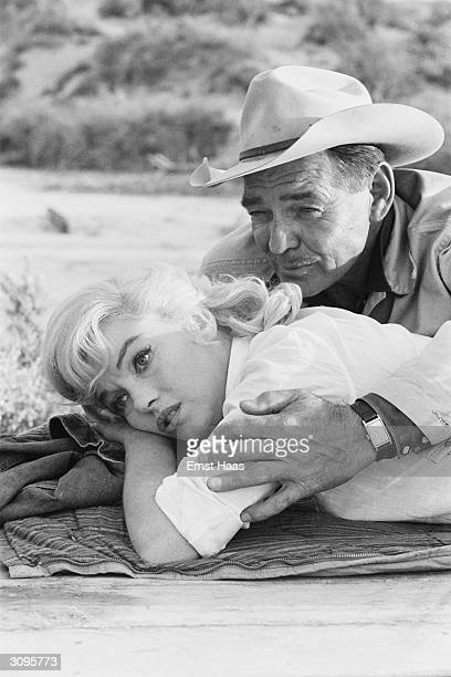 American actor Clark Gable and Marilyn Monroe filming John Huston's 'The Misfits' on location in the Nevada Desert
