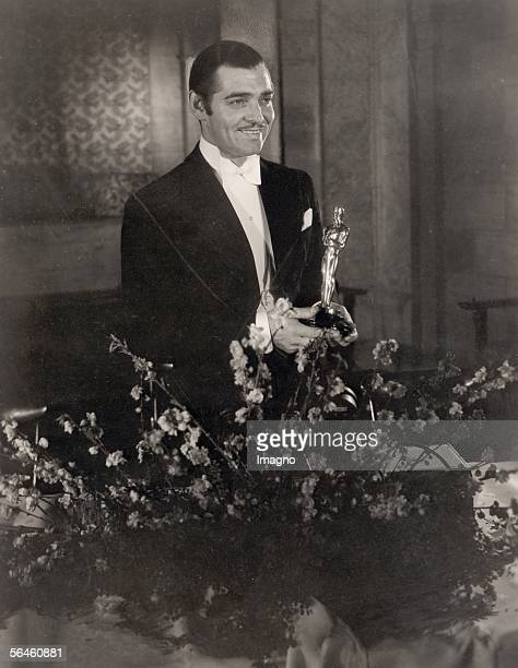 American actor Clark Gable with his Best Actor Oscar for 'It Happened One Night' at the Academy Awards Los Angeles California 27th February 1935 [Der...